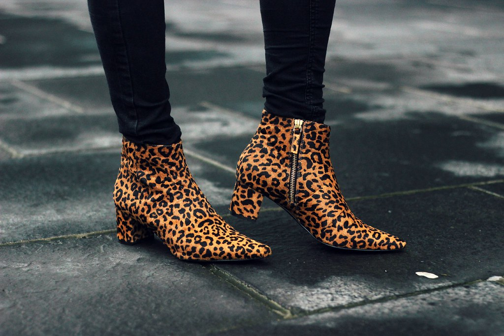 Senso leopard pony hair pointed toe boots 9
