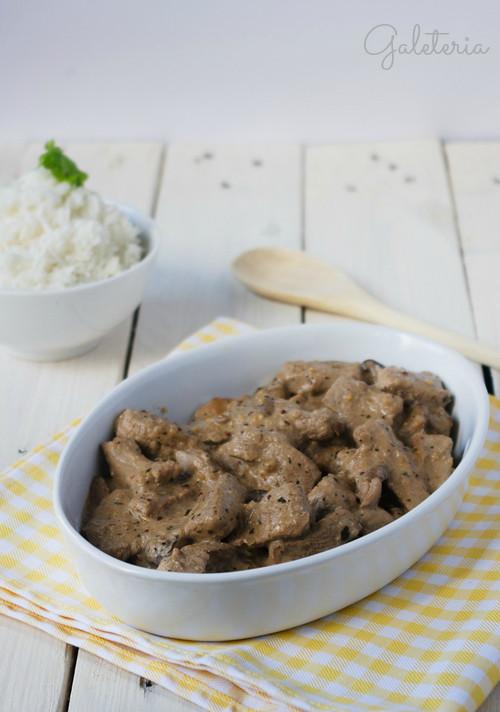 receta de solomillo strogonoff