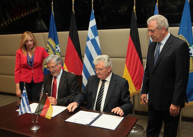 Με τον διευθύνοντα σύμβουλο των ΕΑΣ, Σωτήρη Χριστογιάννη και τον πρόεδρο και διευθύνοντα σύμβουλο του Ομίλου Rheinmetall, Werner Krämer