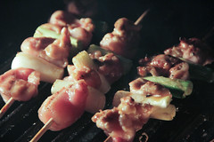 meal(0.0), meat(0.0), produce(0.0), brochette(1.0), food(1.0), dish(1.0), pincho(1.0), yakitori(1.0), cuisine(1.0), skewer(1.0), grilled food(1.0),