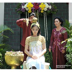 Siraman. Javanese. Wedding. Ceremony. dr. Stef & dr. Ike wedding day. Photo by @Poetrafoto.    Visit our web for more images. Check our IG profile for more info. Thank you :)