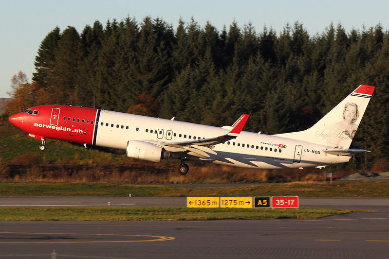 Norwegian - B738 - LN-NOD (2)