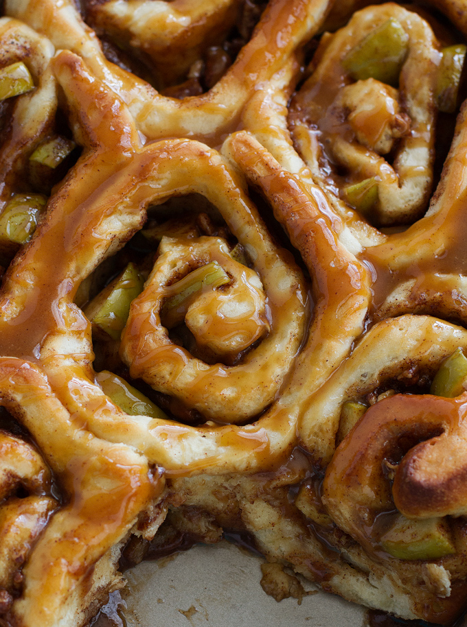 Caramel Apple Cinnamon Rolls - Ready in 1 Hour and so good! Perfect for apple season! #cinnamonrolls #onehourcinnamonrolls #breakfastrolls | Littlespicejar.com @littlespicejar