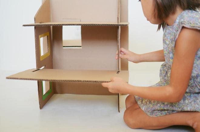 diy: recycled cardboard dollhouse | CAKIES