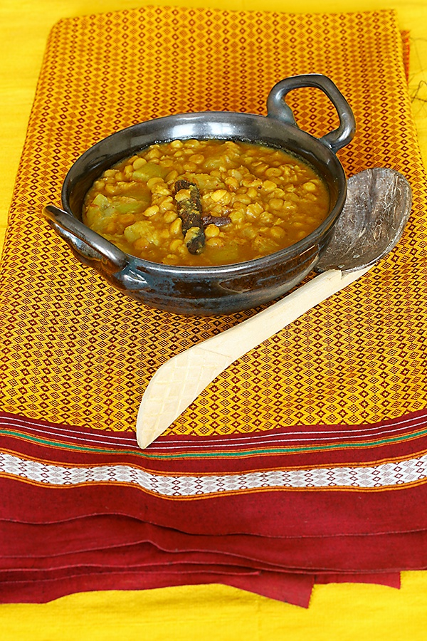 Vrindavan Style Lauki Channa Dal (Bottle Gourd With Bengal Gram Dal)