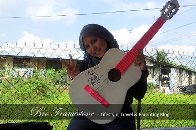 Iera Kan - Gitar Bertanda Tangan Heliza Helmi