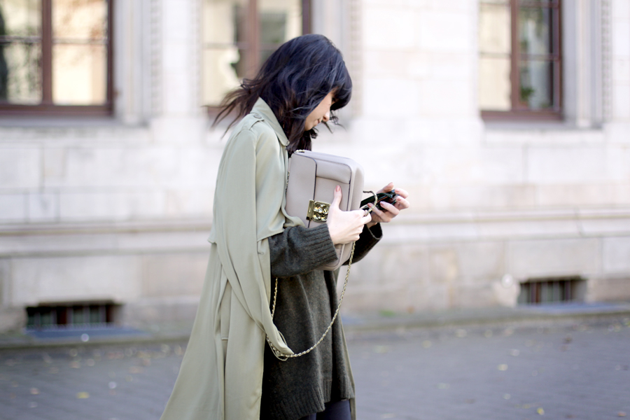 fashion pills green trench h&m green knit chloé elsie medium monnier frères bag outfit ootd autumn wind storm cats & dogs ricarda schernus fashion blogger germany 1