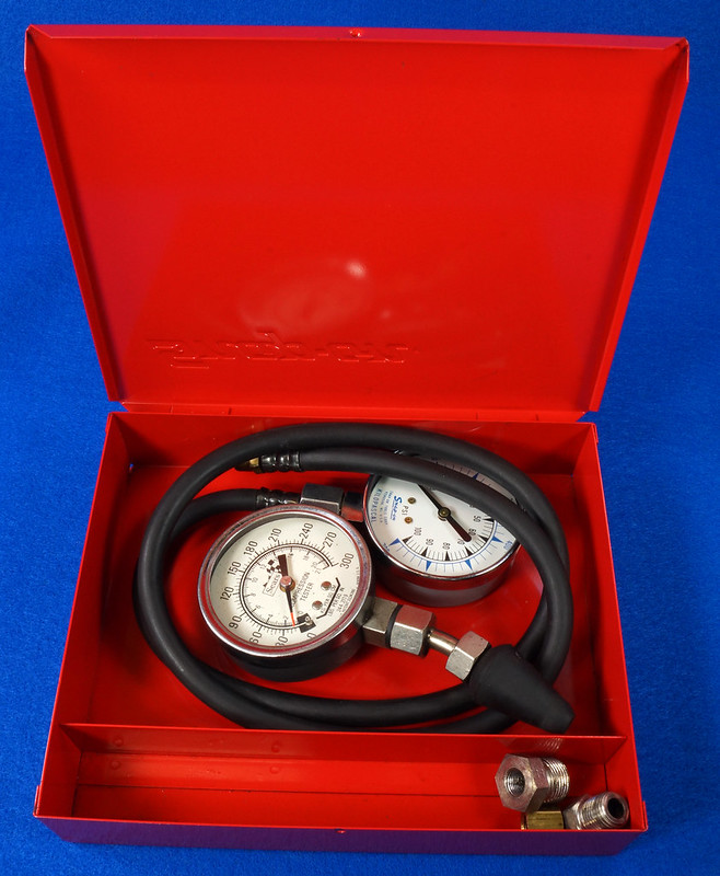 RD14488 Snap On 100 PSI Pressure Gauge Kilopascal in Metal Case with Sears 300 PSI Tester DSC06876
