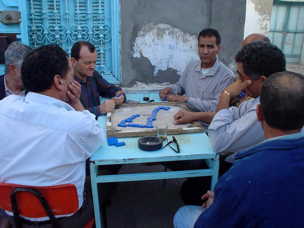 giocatori di domino azzurro
