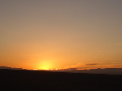 levé de soleil dans le désert