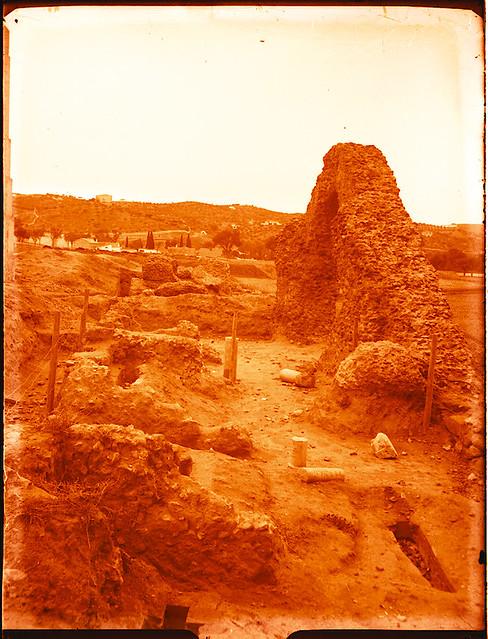 Excavaciones en el circo romano de Toledo a comienzos del siglo XX. Fotografía de Pedro Román Martínez © Fondo Rodríguez de la JCCM, Archivo Histórico Provincial de Toledo. Signatura R-129-2-11