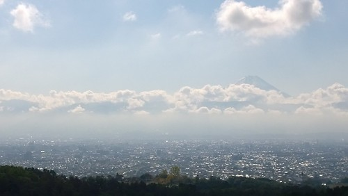 View from Santory Tomi no oka. Minami Alps are high, but Mt. Fuji is still taller and visible behind :-)