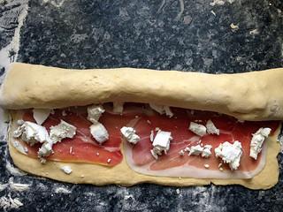15524931478 ee0ee280a3 n Couronne au jambon cru et fromage de chèvre