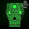 ¡Cuando sus amigo apaguen la luz quedaran muy impresionados!  La máscara ilustrada por el artista Colombiano Matacho brilla en la oscuridad e incluye 12 calaveras/12 artistas con las que podrás decorar en este día de muertos .  Consulta ahora ya que son d