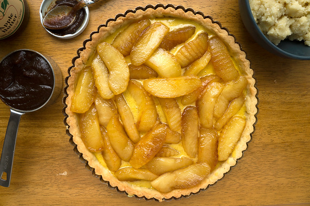 apple tart assembly
