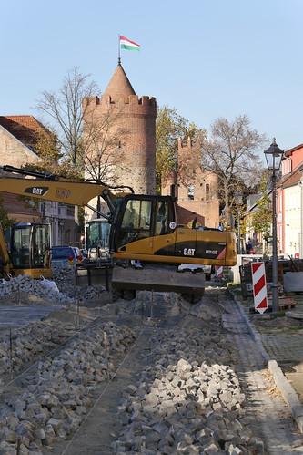 Baustelle Yorckstraße und Pulverturm mit gehisster Karnevalsfahne