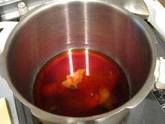 鍋に梅と調味料を入れておきます