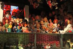 De 'Ouwehoeren' bij Maria's Dolls op de Oudezijds Achter in Amsterdam