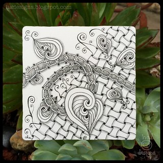 "Zentangle® Inspired Art : Weekly Challenge #193 TriTangle Trio, Huggins, Xyp : ""Spreading Gratitude"""
