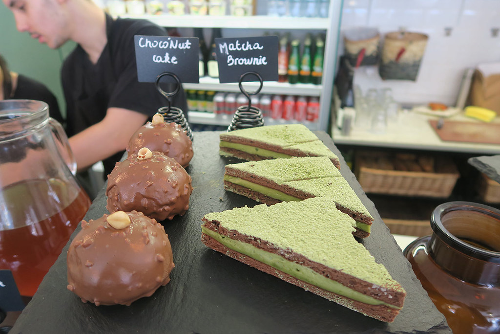 moba-london-desserts-matcha-brownie-and-choconut-cake