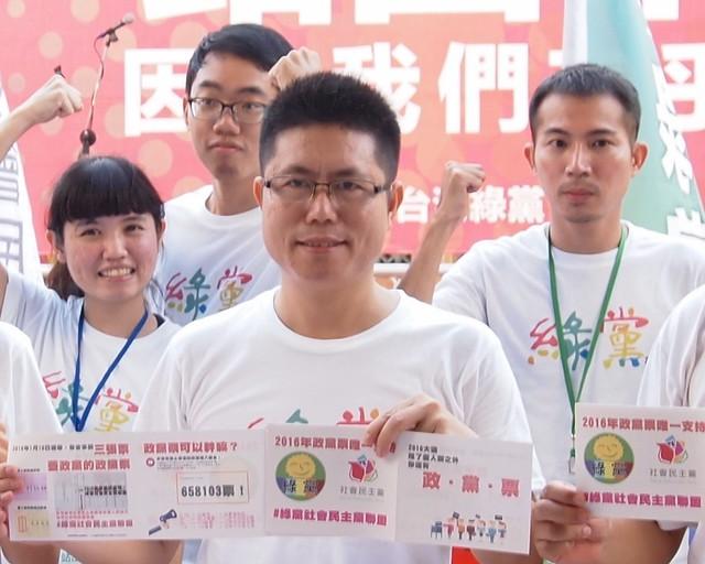 李根政從台灣南部環境和社會運動出發,爭取進入國會,成為捍衛環境和弱勢者的政治代理人。攝影:李育琴。