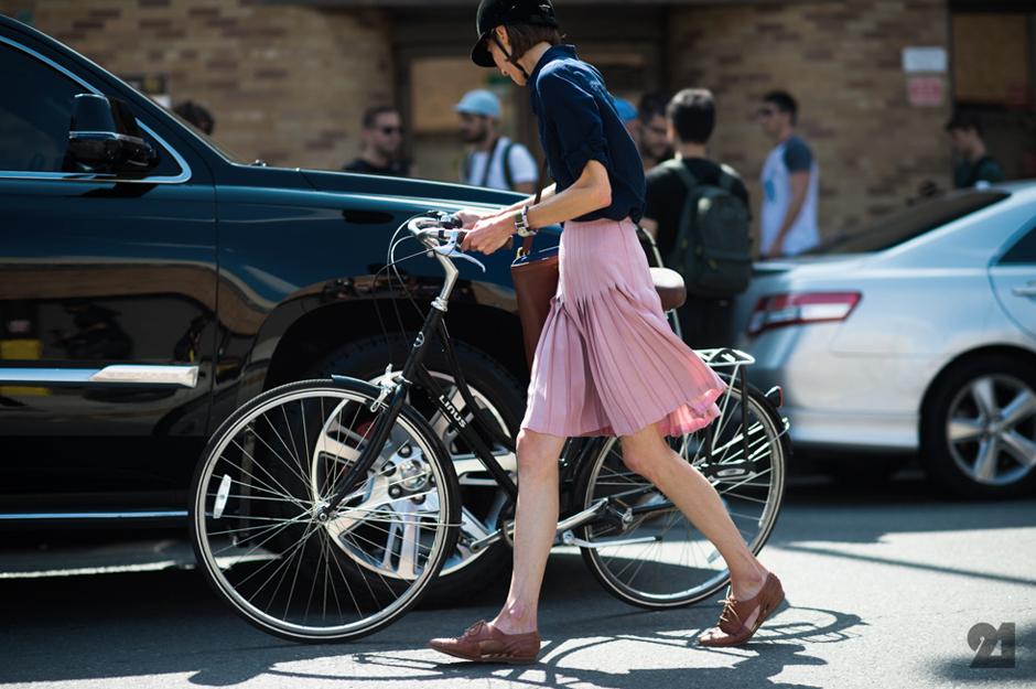 street-style-pink-pleated-skirt-fall-fashion-must-have