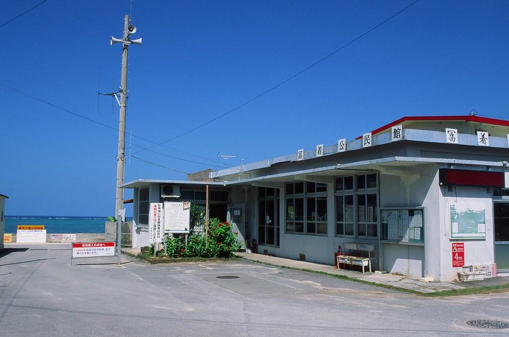 仲泊海岸 沖繩 Okinawa / RVP50 / Nikon FM2 2015/10/27 在仲泊海岸裝上 RVP50 這卷底片,這是我第一次拍這卷底片,ISO 50 在大太陽底下拍還滿方便,快門速度可以降下來很多。  沖出來後顏色真的很漂亮,也是很愛的底片之一。  Nikon FM2 Nikon AI AF Nikkor 35mm F/2D FUJICHROME Velvia 50 3062-0008 Photo by Toomore