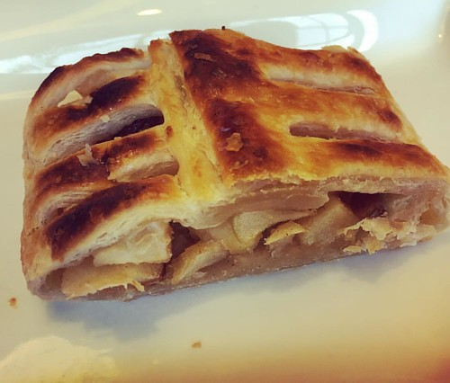 Homemade #Apfelstrudel is unique @ #devondel in #haaltert Buiten #maxburg in #brussel big nooit #faitmaison Gebinden