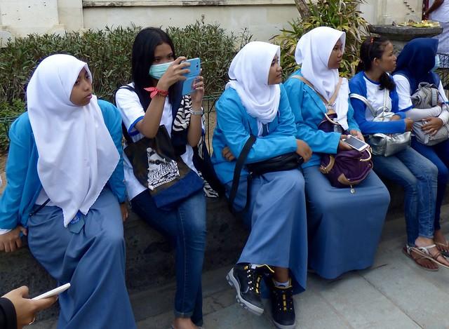 Moslim meisjes in blauw .