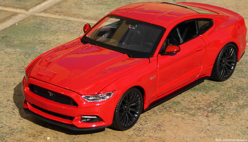 Maisto 1:24 Ford Mustang GT 2015