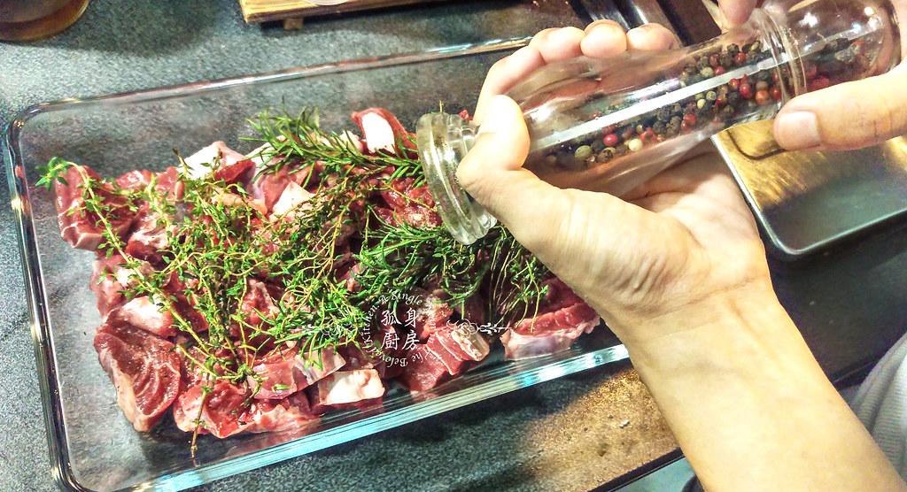 孤身廚房-香草使用不手軟!我的招牌香料燉牛肉1