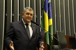 Deputado Arnaldo Faria de Sá em sessão com aposentados