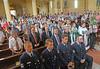 Festgottesdienst, im Vordergrund die Feuerwehrleute aus Menzingen, dahinter weitere Ehrengäste