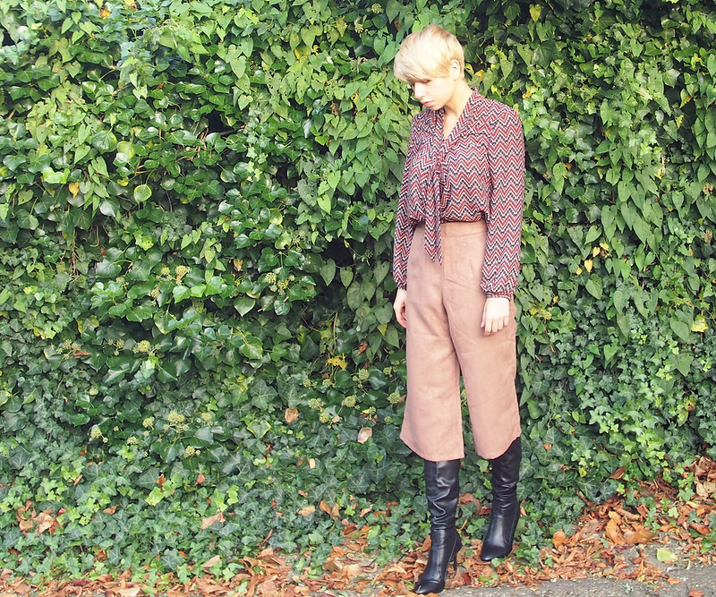 Boohoo, Suede, Dorothy Perkins, Tie Neck Blouse, Geo Print, 70s Style, Dune, Over Knee Boots, How to Wear, AW15, Outfit Ideas, Style Inspiration, Sam Muses, Samantha Simmonds, Stylist, UK Fashion Blog, London Style Blogger