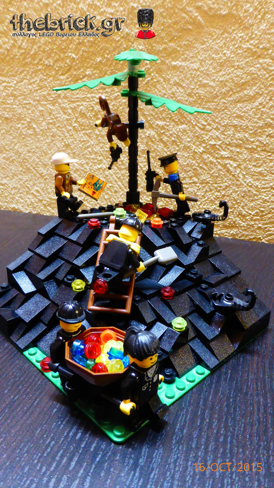 "[BuildtheBrick #1]: ""Treasure in the Dark Hill"" 22215622022_fb02ad898d_h"