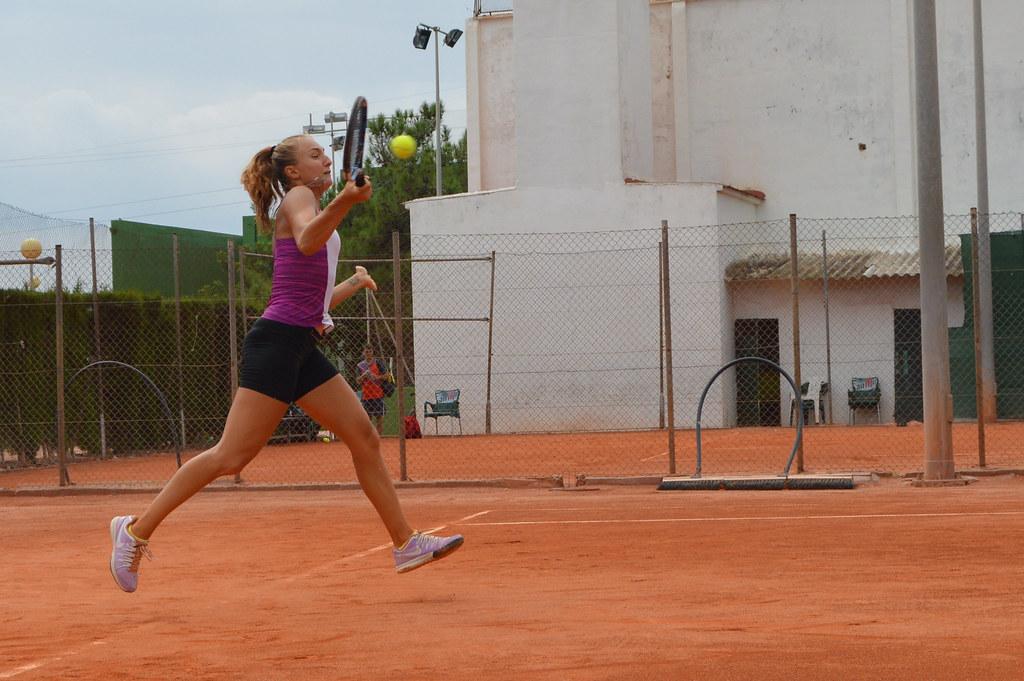 Ksenia Sharifova golpe de derecha alta