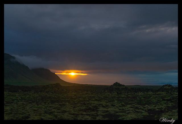 Sol de medianoche en Fiordo Kolgrafafjördur