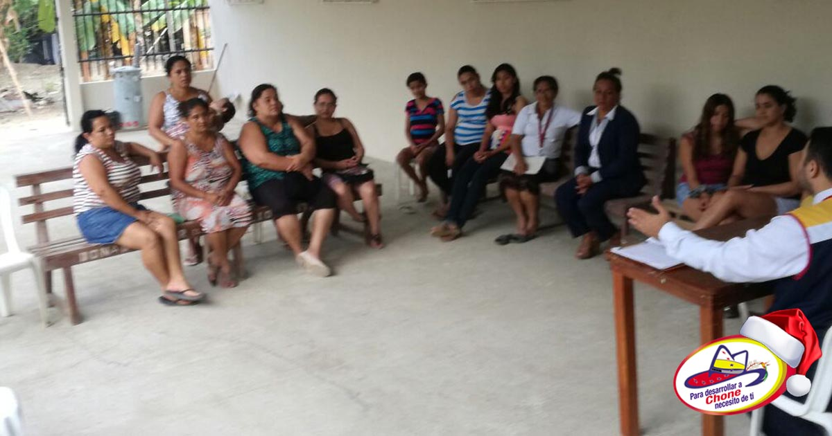GADM Chone inauguró taller de arreglos navideños en Comuna La López