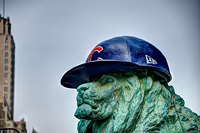 Chicago Cubs hat on Art Institute lion for 2016 World Series (#1)