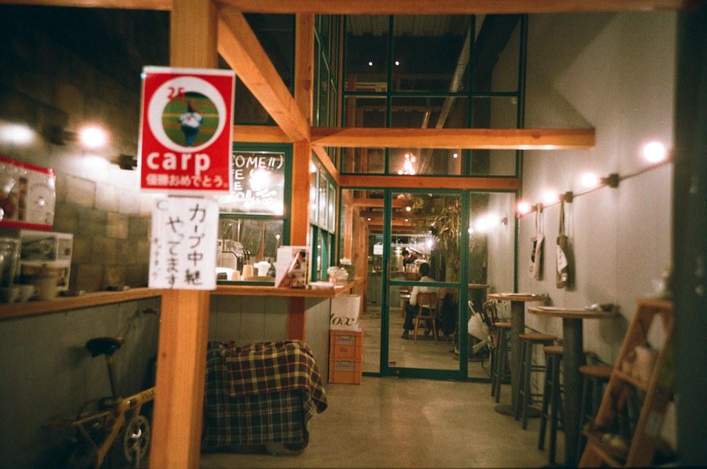 広島 Hiroshima, Japan / FUJICOLOR 業務用 / Lomo LC-A+ 這間店也是都是木材的裝潢,很酷!  Lomo LC-A+ FUJICOLOR 業務用 ISO400 4898-0017 2016-09-26 Photo by Toomore