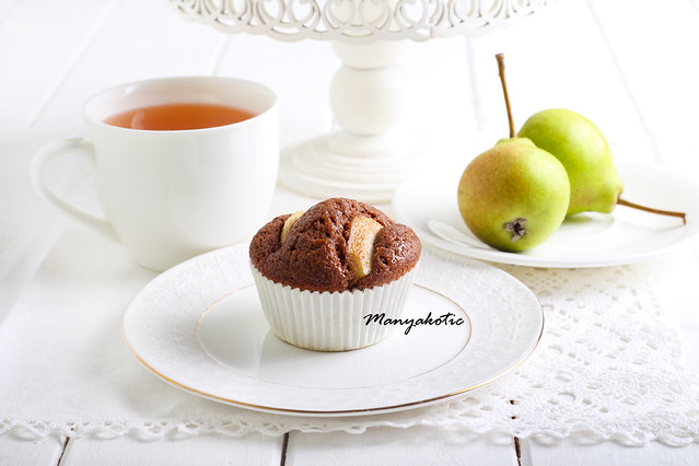 Pear and chocolate cake