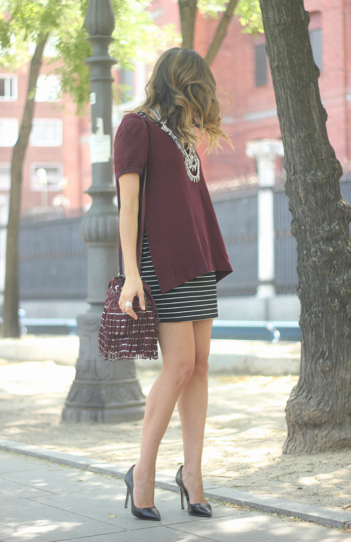 Striped Skirt With Burgundy T-shirt And Fringed Bag Summer Outfit03