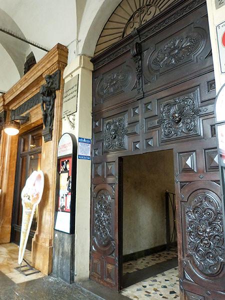porte ouvragée Turin