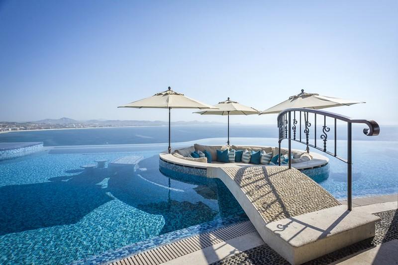Элитный бассейн с видом на океан