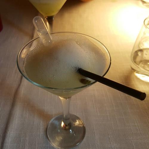 Sorbete de limón, aire de su piel y gin destilada en eucalipto en @elbatan2011