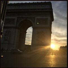 L'Arc Triomphant sur le Soleil couchant :sun_with_face: @yaya_bast  #France #sky #Paris #myskyartchallenge #nofilter #exXÒs #gwada #beatmaker