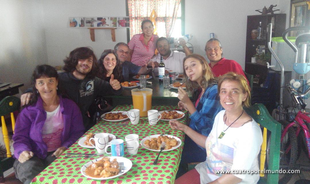 Silvia nos volvió a juntar. Johana y Theo, Carla, Silvio y Patricio de RodandoAndo, Maria, Omar y Cata de La Toyo... y los cuatro por el mundo