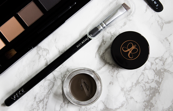 Taming Brows: Zoeva 322 Brow Line Brush and Anastasia Beverly Hills Dipbrow Pomade in Medium Brown