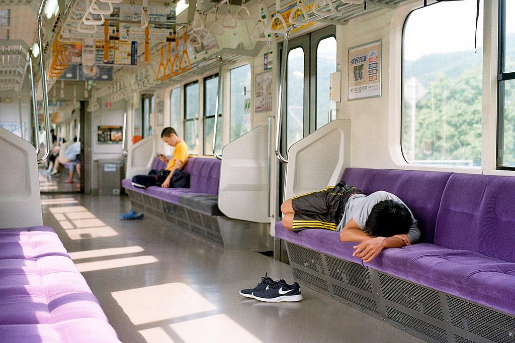 "盛岡(Morioka)銀河鐵道 2015/08/08 這段路搭很久,站站停,我自己也想睡覺。  Nikon FM2 / 50mm Kodak ColorPlus ISO200  <a href=""http://blog.toomore.net/2015/08/blog-post.html"" rel=""noreferrer nofollow"">blog.toomore.net/2015/08/blog-post.html</a> Photo by Toomore"