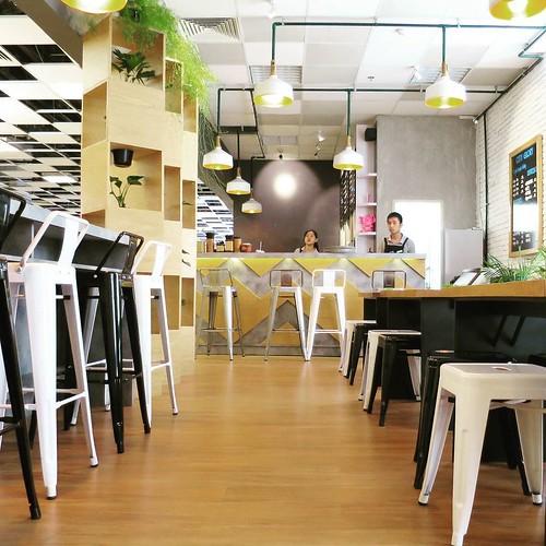 綺麗で落ち着けるカフェ。Wi-Fiありました。